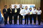 """กฟผ. จับมือ โฮมโปร จัดแคมเปญ """"สุขใจผู้ให้ ประหยัดไฟผู้รับ"""" มอบความสุขให้คนไทย ช่วยประหยัดทั้งเงินทั้งพลังงาน การไฟฟ้าฝ่ายผลิตแห่งประเทศไทย (กฟผ.) จับมือกับ โฮมโปร ร่วมส่งความสุขให้ประชาชนช่วงเทศกาลปีใหม่ ภายใต้แคมเปญ """"สุขใจผู้ให้ ประหยัดไฟผู้รับ"""" ชวนคนไทยประหยัดทั้งเงิน ประหยัดทั้งพลังงาน ด้วยการใช้อุปกรณ์ไฟฟ้าเบอร์ 5 มอบโปรโมชั่นและส่วนลดหลากหลายรายการ เริ่มช็อปได้แล้วตั้งแต่วันนี้ – 31 ธันวาคม 2560 ณ โฮมโปร ทุกสาขาทั่วประเทศ นายสืบพงษ์ บูรณศิรินทร์ รองผู้ว่าการกิจการสังคม การไฟฟ้าฝ่ายผลิตแห่งประเทศไทย (กฟผ.) กล่าวว่า เทศกาลปีใหม่ถือเป็นเทศกาลแห่งความสุขและการมอบของขวัญให้แก่กัน กฟผ. ในฐานะผู้ผลิตไฟฟ้าและผู้ส่งเสริมการใช้ไฟฟ้า อย่างมีประสิทธิภาพ ภายใต้โครงการฉลากประหยัดไฟฟ้าเบอร์ 5 ขอร่วมเป็นส่วนหนึ่งในการส่งมอบความสุขและของขวัญให้กับประชาชน โดยร่วมมือกับ บริษัท โฮม โปรดักส์ เซ็นเตอร์ จำกัด (มหาชน) หรือ โฮมโปร จัดแคมเปญ """"สุขใจผู้ให้ ประหยัดไฟผู้รับ"""" มอบโปรโมชั่นและส่วนลดสุดพิเศษในการซื้อสินค้าและอุปกรณ์ประหยัดไฟเบอร์ 5 อีกครั้ง เพื่อให้ประชาชนได้ประหยัดทั้งเงิน ประหยัดทั้งพลังงาน ด้วยการใช้อุปกรณ์ไฟฟ้าที่มีมาตรฐาน ประหยัดไฟและปลอดภัย หลังจากได้ผลตอบรับที่ดีจากการจัดกิจกรรมช่วงหน้าร้อนในเดือนเมษายน 2560 ที่ผ่านมา ซึ่งสามารถลดการใช้พลังงานไฟฟ้ารวมถึงประหยัดค่าไฟฟ้าไปได้กว่า 96 ล้านบาทต่อปี สำหรับการส่งความสุขช่วงเทศกาลปีใหม่ด้วยอุปกรณ์ไฟฟ้าเบอร์ 5 ในครั้งนี้ คาดว่าจะสามารถประหยัดพลังงานไฟฟ้าประมาณ 33.4 ล้านหน่วยต่อปี หรือ คิดเป็นมูลค่า 132 ล้านบาทต่อปี และลดการปล่อยก๊าซคาร์บอนไดออกไซด์ได้ประมาณ 17,000 ตันต่อปี ซึ่งของขวัญชิ้นนี้คงจะมอบความสุขใจให้แก่ผู้ให้ และประหยัดทั้งเงินและไฟให้กับผู้รับอย่างแน่นอน ด้านนายคุณวุฒิ ธรรมพรหมกุล กรรมการผู้จัดการ บริษัท โฮม โปรดักส์ เซ็นเตอร์ จำกัด (มหาชน) ผู้ประกอบการธุรกิจศูนย์รวมวัสดุก่อสร้าง และอุปกรณ์ตกแต่งบ้านครบวงจร กล่าวว่า นอกจากภารกิจหลักในการประกอบธุรกิจค้าปลีกแล้ว โฮมโปรยังตระหนักถึงความสำคัญของการใช้พลังงานอย่างมีประสิทธิภาพ จึงมีความยินดีเป็นอย่างยิ่งที่ได้เป็นอีกหนึ่งกระบอกเสียงในการร่วมรณรงค์ด้านการประหยัดพลังงาน โดยได้ร่วมกับ กฟผ. จัดกิจกรรมส่งเสริมการตลาดอุปกรณ์ไฟฟ้าเบอร์ 5 โดยในแคมเปญนี้ได้คัดเลือกสินค้าอุปกรณ์ประหย"""
