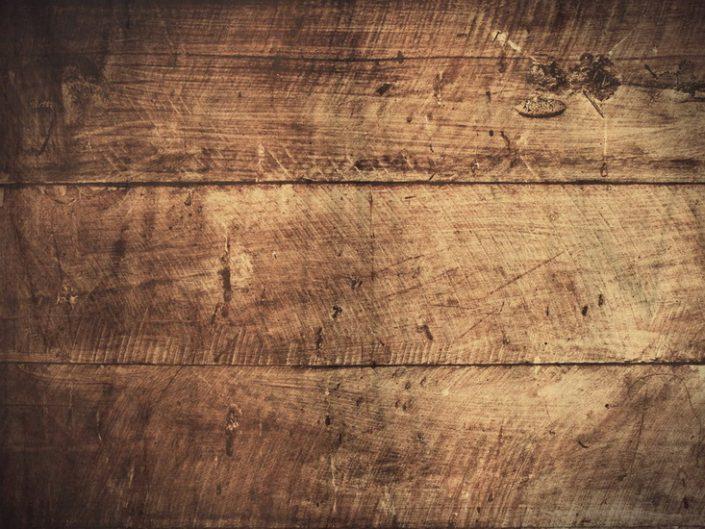 วิธีแก้ปัญหารอยขีดข่วนตามพื้นไม้ของบ้านคุณ