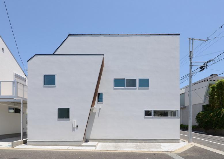 ไอเดีย และแบบการสร้างบ้านทรงสามเหลี่ยมโทนเย็น