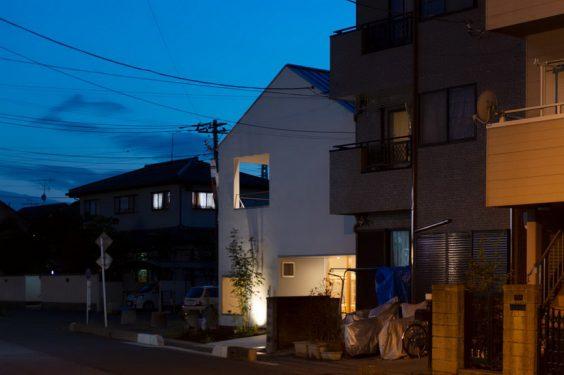 ไอเดีย และแบบการสร้างบ้านรูปทรงเรียบง่ายสีขาวเน้นสิ่งจำเป็น