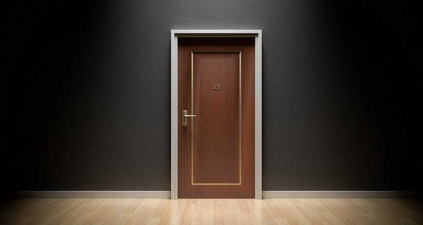 เลือกประตูบ้านแบบไหน เหมาะกับบ้านของคุณ