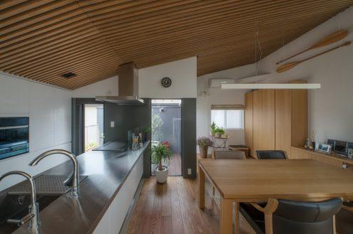 ไอเดีย และแบบการสร้างบ้านตกแต่งภายในด้วยเหล็กและไม้